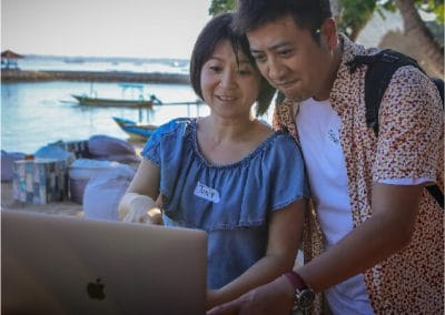 man_and_woman_with_laptop